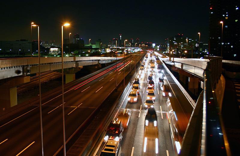 東京都江東区で夜間勤務の中距離幹線輸送の大型ドライバーの正社員求人